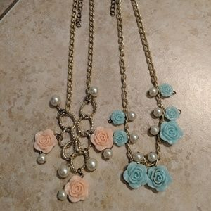 Other - Gold Tone Flower Necklace's